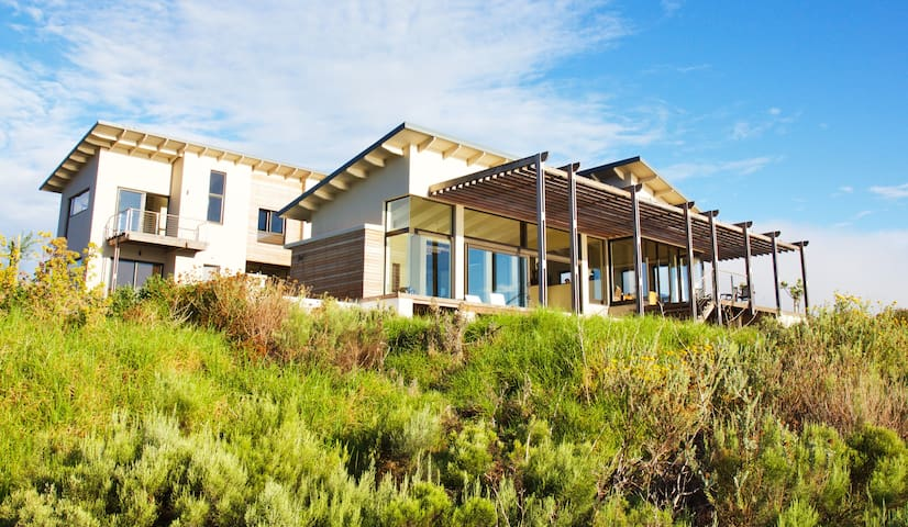 Luxery lagoon side Villa on a gorgeous wine estate - Overberg District Municipality - Villa