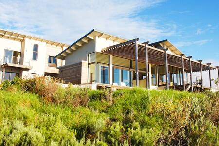 Luxery lagoon side Villa on a gorgeous wine estate - Overberg District Municipality - Villa