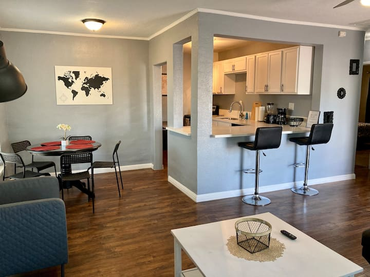 Home and Yard walking distance of Downtown!