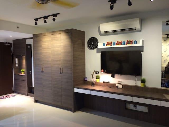 """King size bed+ 50"""" TV+ gym+pool - Shah Alam - Lägenhet"""