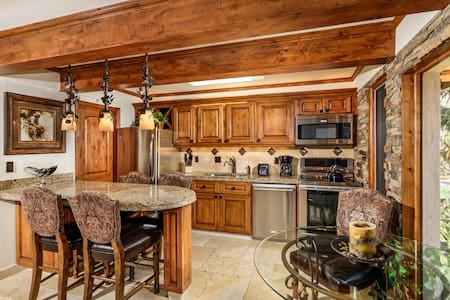Newly remodeled, condo on the river - Aspen
