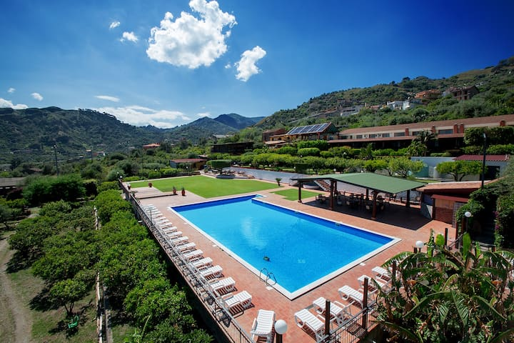Camera vista mare Resort a Nuciara - Furci siculo - Bed & Breakfast