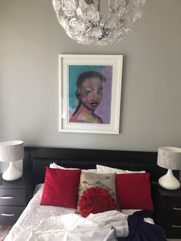 Central comfort 5 min from Sandton City