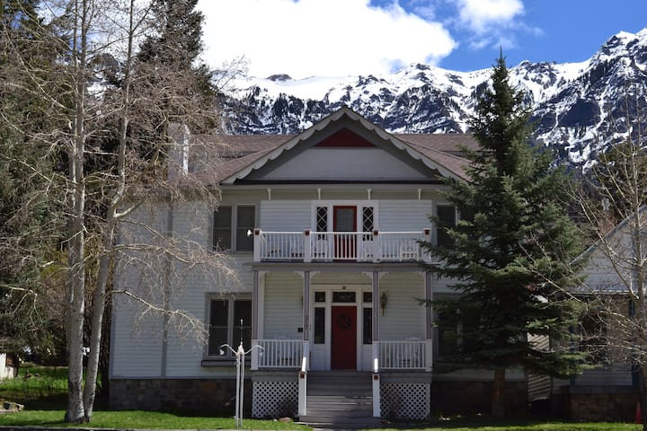 Historic Ouray Manor Room #7 (sleeps 4)