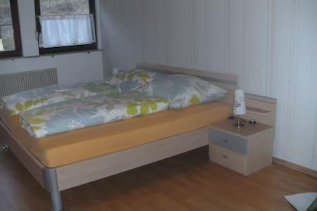 ruhig gelegene Feriewohnung - Obertrubach - Lägenhet