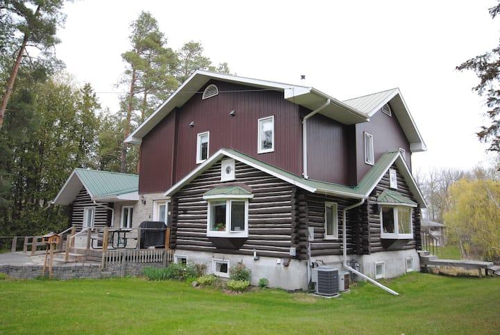 The Log Cabin B&B Riverfront Bedroom 4