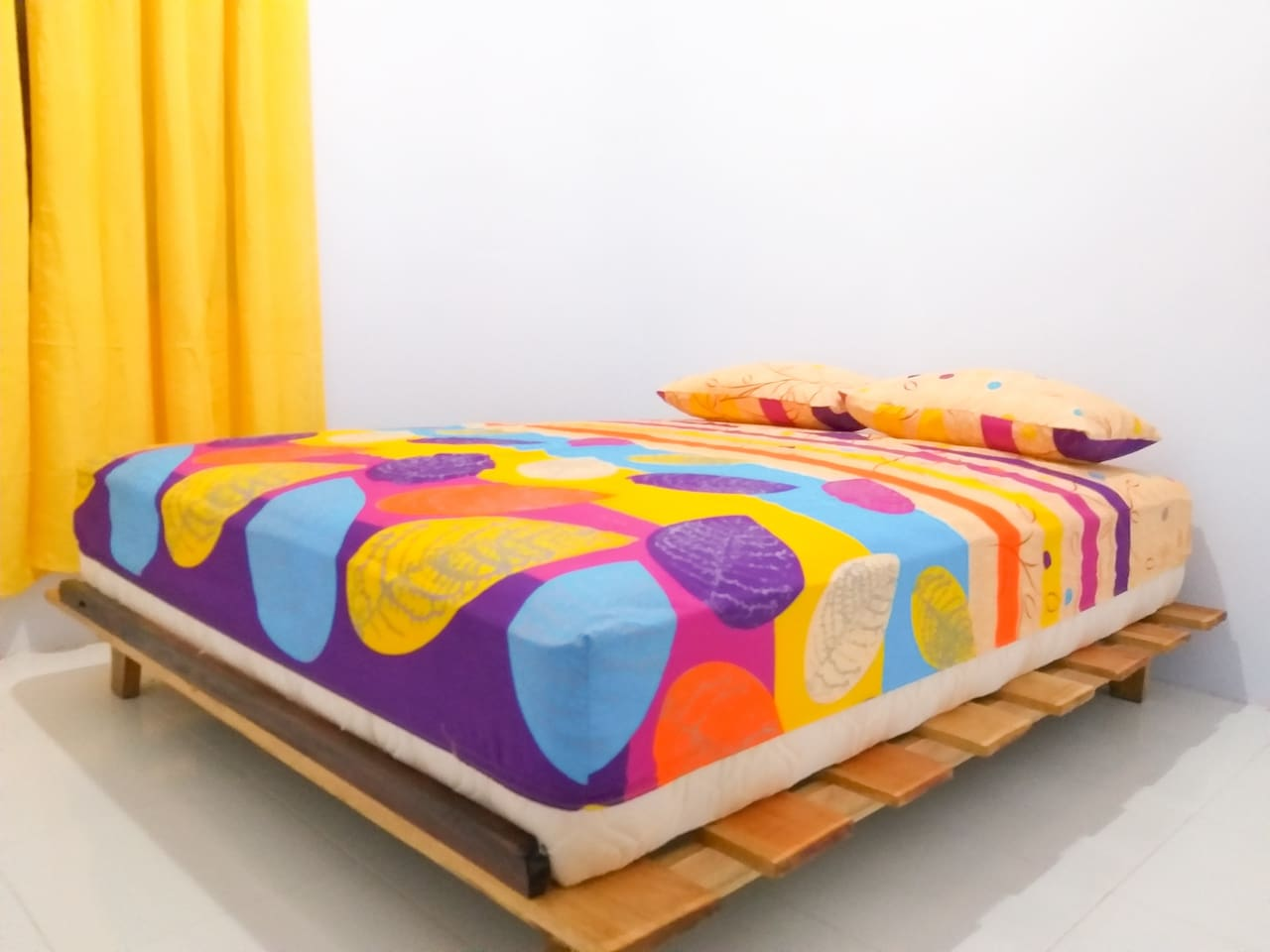 Queen Size and colorful sprai