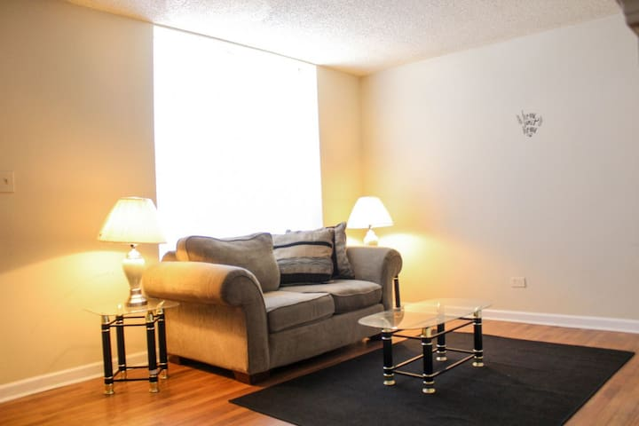 Nice Private Suite| In-City TownHouse- 420Friendly