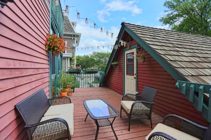 BEAUTIFUL historic home only 4 blocks  to Xcel Ctr