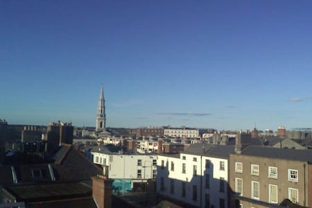 Double bed in spacious apartment with amazing view - Dublin - Wohnung