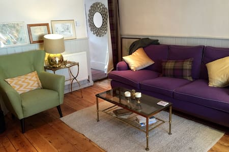 Double room in gorgeous Beaconsfield cottage - Beaconsfield