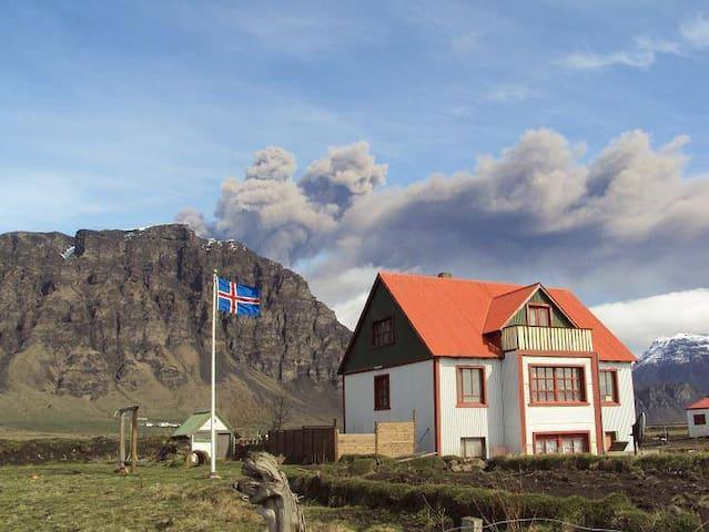 Berjanes guesthouse by Eyjafjallajökull 1
