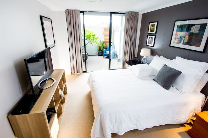 Master suite in the heart of Newtown - Newtown - Appartement