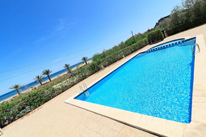 Car7 50m from the sea, pool, Wifi, SAT