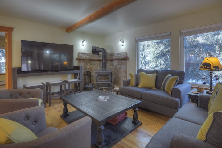 Durango Riverside House - On the River! 20 Minutes from Downtown Durango