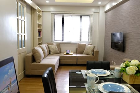 Modern 1 Bedroom Unit w/  FREE PARKING at Eastwood