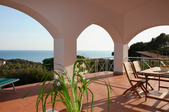 MareM: a terrace with view on the Tuscany sea