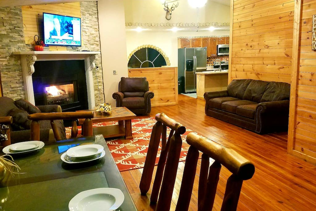 Location lazy bear cabin big hottubwifi game room cabins for Big game room
