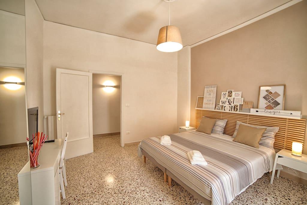 camera da letto 2 con letto matrimoniale/singoli