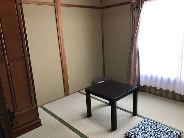 [西陣205] 京都駅から天神公園前バス停徒歩3分の京都西陣のゲストハウスです。