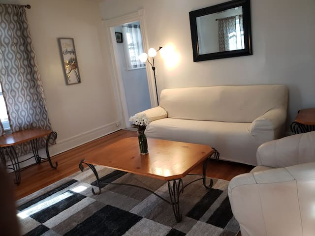 ⭐ 2nd Fl 2BR Apt Walking distance to WestPoint