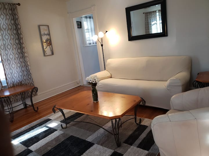 2nd Fl 2BR Apt Walking distance to WestPoint