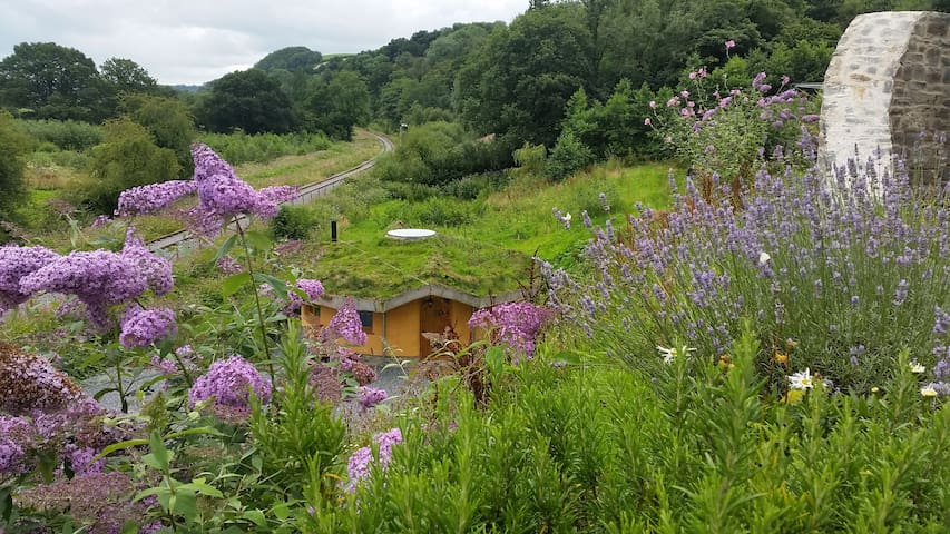 strawbale roundhouse for vegetarian