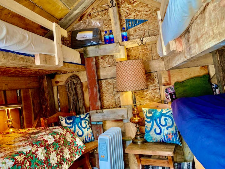 Heated Trappers Den @ Camp Squid Off The Grid!
