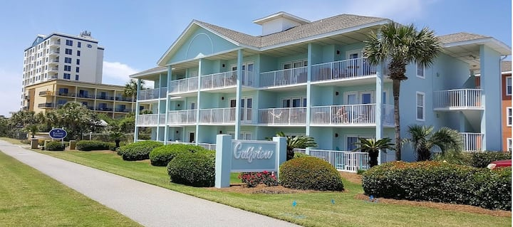 *Cozy 1Bed/1Bath, Sleeps 4.  Just steps to Beach!!