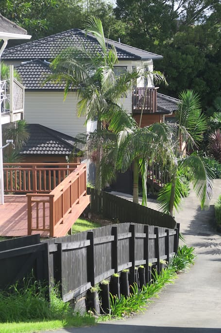 Private driveway to house from main road