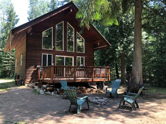 Rustic 4 Acre Riverfront Retreat