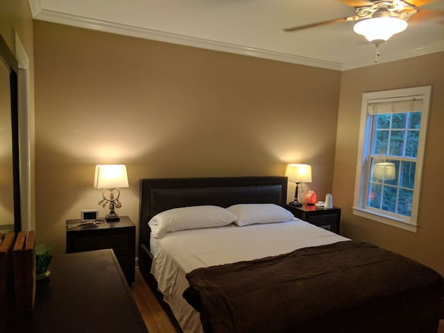 Relaxing master suite near Wake Forest