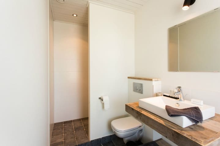 bathroom 3 with shower & wc