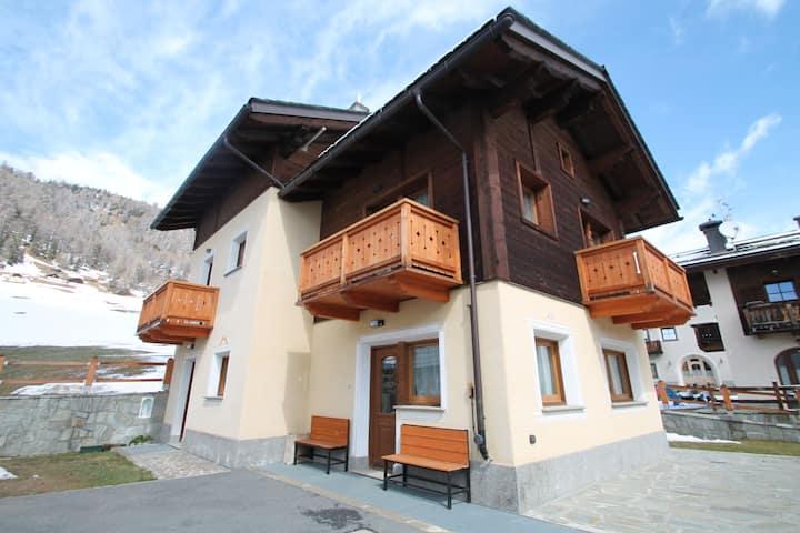 Comfortable Holiday Home in Livigno near Ski Lift