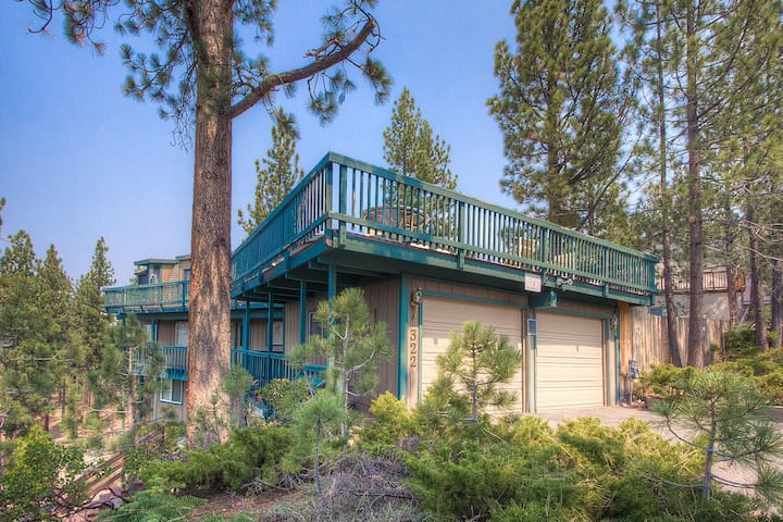 Amazing View and Hot Tub at Attractive Home for 12 - City of South Lake Tahoe - House