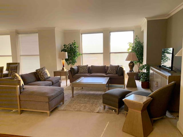 Large living room for gatherings 24/7 security