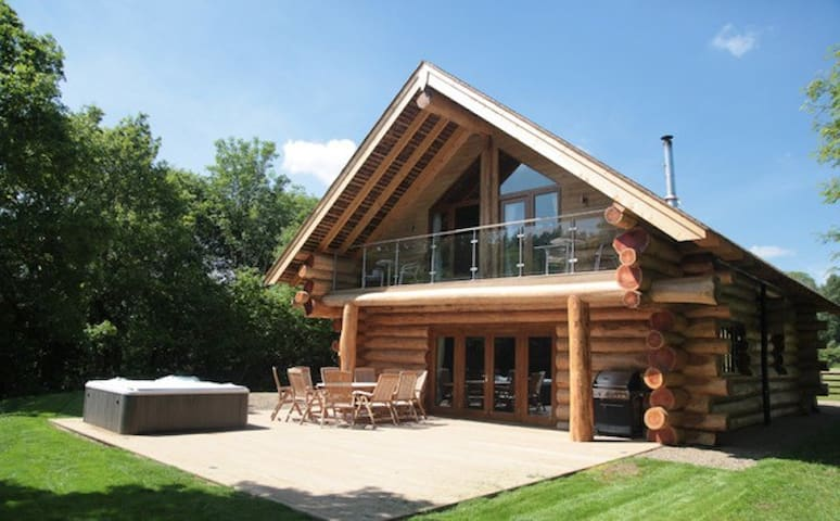 Foxglove Cabin - Hidden River Cabins - Hot Tub