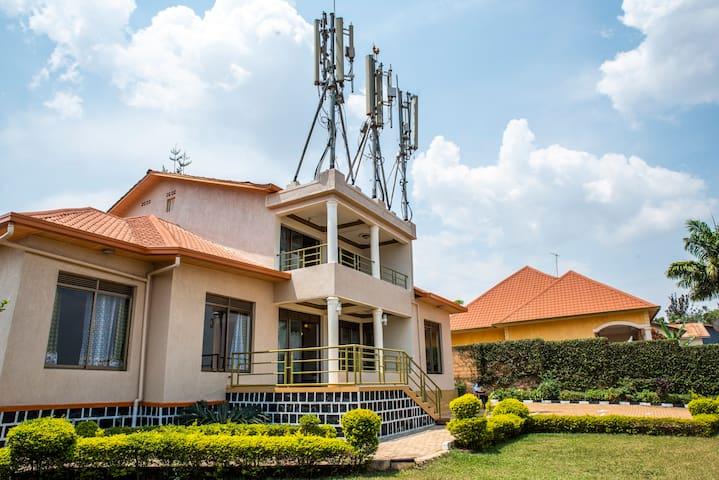 Kigali Castle BnB-Near Kimironko Market & Airport