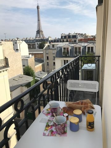 Beautiful apartment with Eiffel Tower view