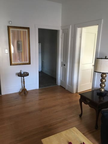 1BR Apt in Manchester- Great location!