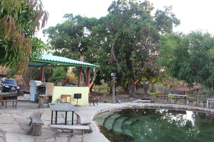 Fazenda com Cachoeira e Piscina de Água Natural