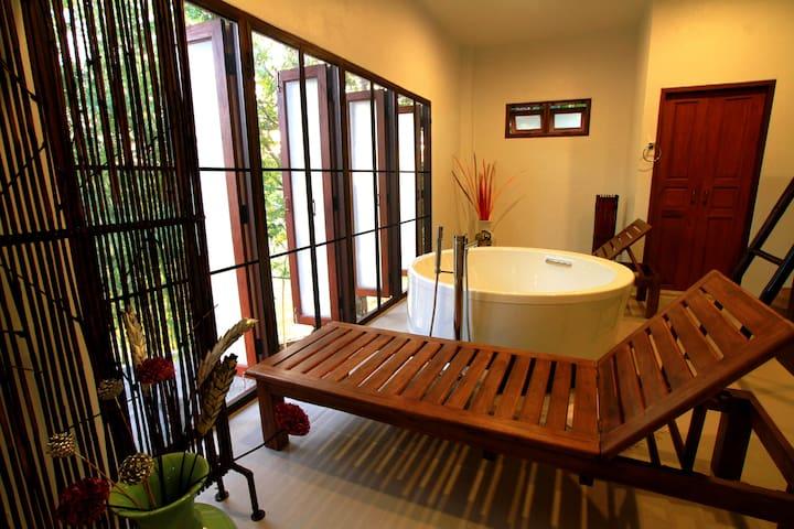 Northern Style Spa Suite - upper floor