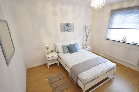 (50AST-3) Double room close to Victoria Park - Londyn