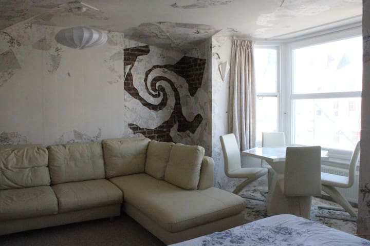 Exquisite fantasy suite for 4 people 150m to beach - Brighton - House
