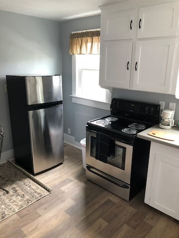 2nd floor Bright & Cozy Apt Downtown Loudonville