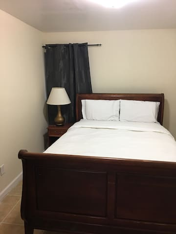 Full 2 Bedrooms Apt. Close to NYC express Bus - Bergenfield - House