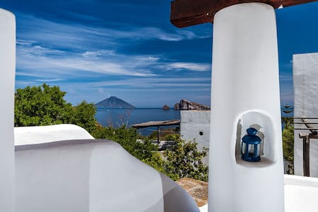 Aeolian House with Panoramic Terrace in Panarea - Panarea - Casa