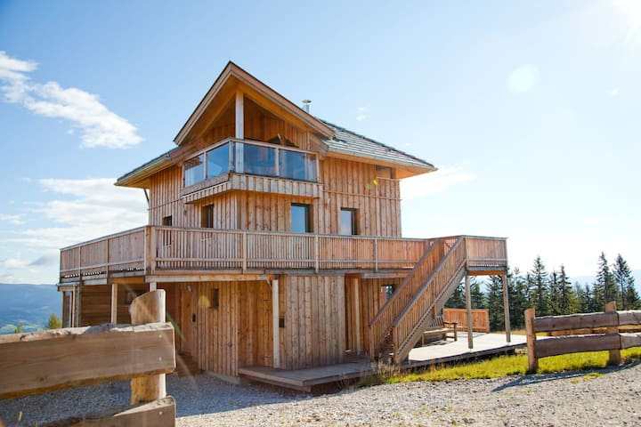 Spacious Chalet near Ski Area in Wolfsberg