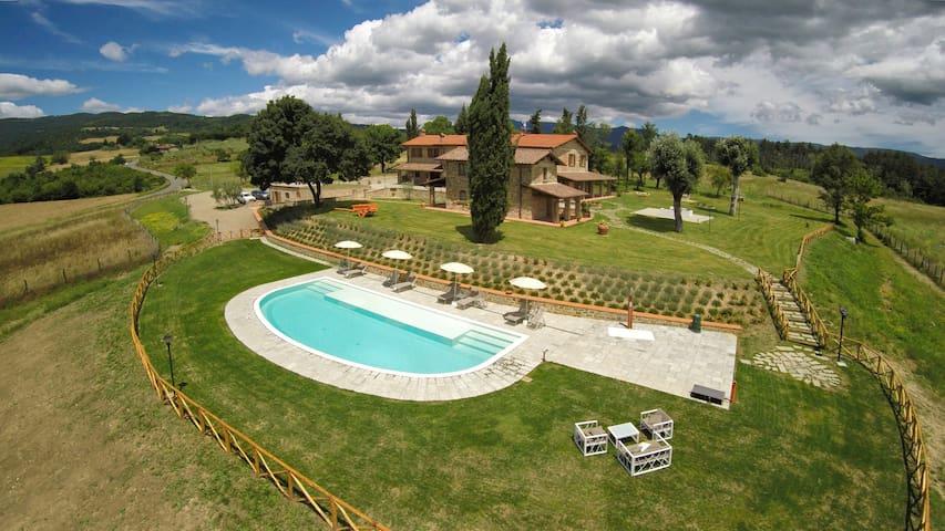 VILLA con PISCIANA  nel cuore della TOSCANA - Borgo Alla Collina - Villa