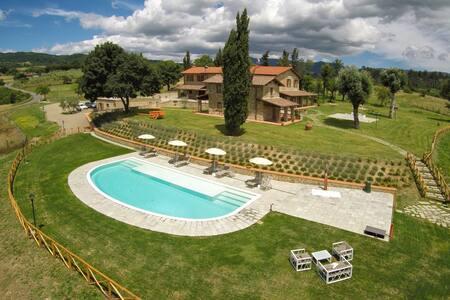 AGRITURISMO QUATA TUSCANY COUNTRY HOUSE - Borgo Alla Collina